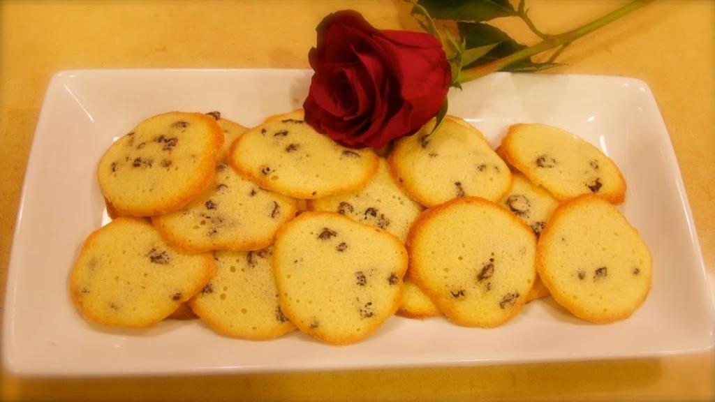 طرز تهیه شیرینی کشمشی نرم و خوشمزه خانگی با شکر