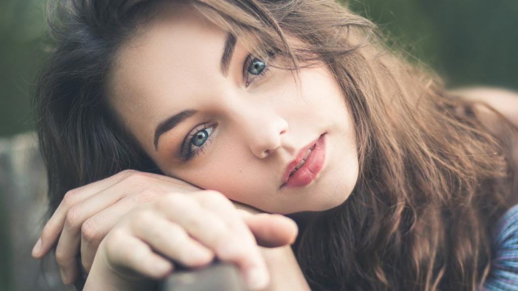 عکس دختر تنها و زیبا