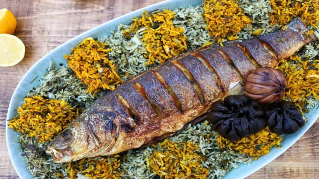 طرز تهیه سبزی پلو با ماهی خوشمزه و مجلسی مخصوص شب عید