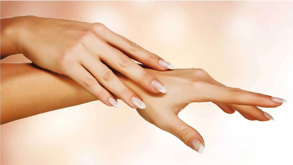 10 راه درمان خانگی برای رفع خشکی دست ها و علل و روش پیشگیری