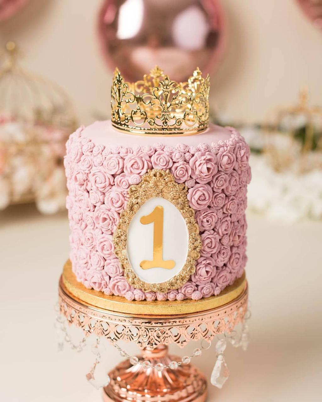 مدل کیک پرنسسی مدل تاج طلایی جدید