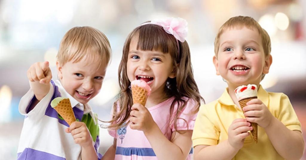 از چه زمانی بچه ها می توانند بستنی بخورند؟
