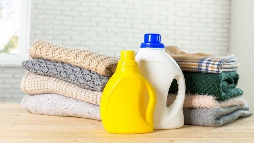 روش و نکات مهم از بین بردن لکه و شستن لباس با شامپو