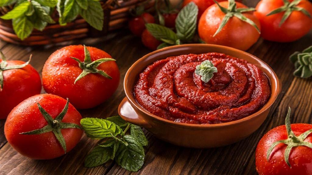 طرز تهیه رب گوجه فرنگی خانگی غلیظ خوشمزه و خوشرنگ سنتی در منزل