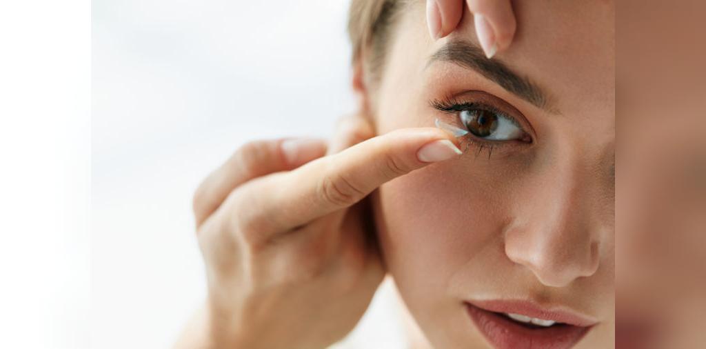 خوابیدن با لنز تماسی، عادتی که سلامت را به خطر می اندازد