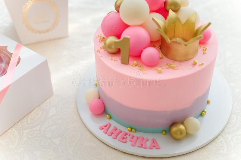 کیک تولد تاج برای دختران