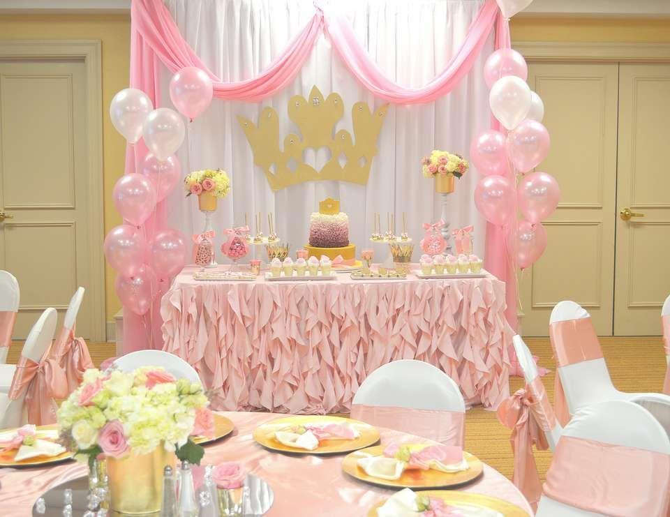 تزیین میز تولد تاج برای دختران