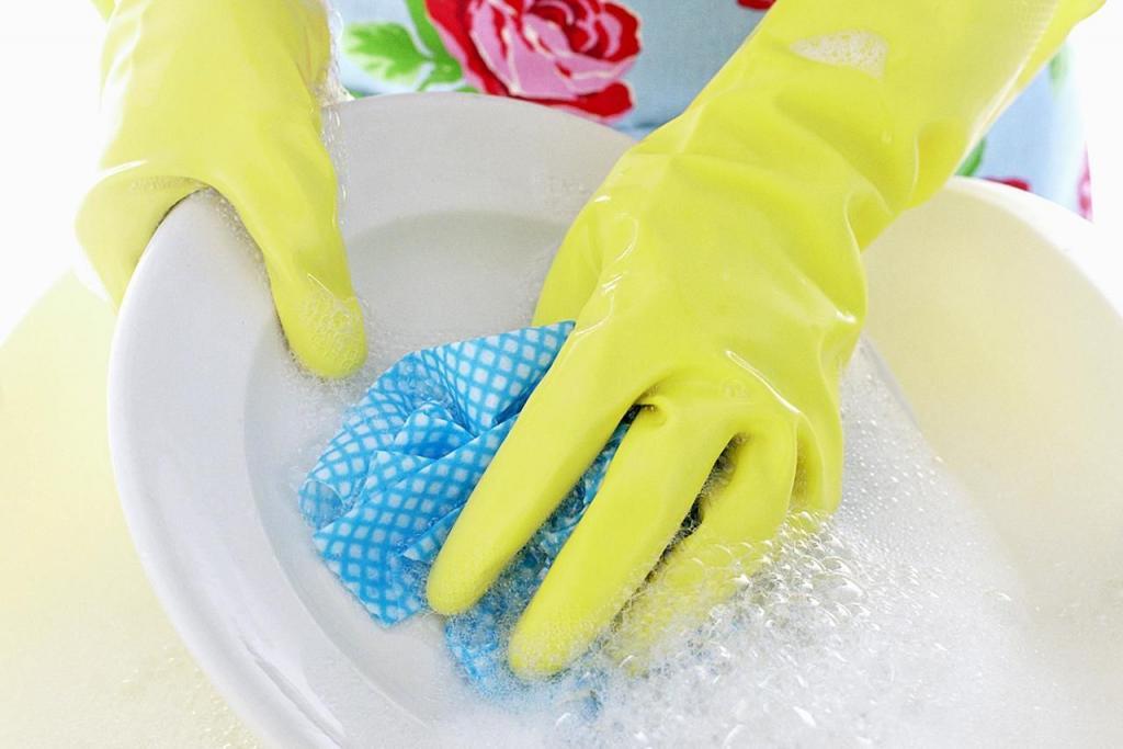 راه مبارزه با خشکی دست ها