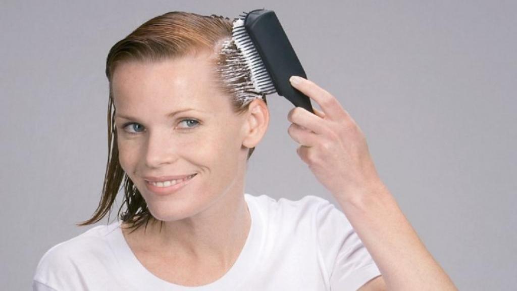 طرز استفاده از موس مو برای حالت دادن انواع موها به روش صحیح