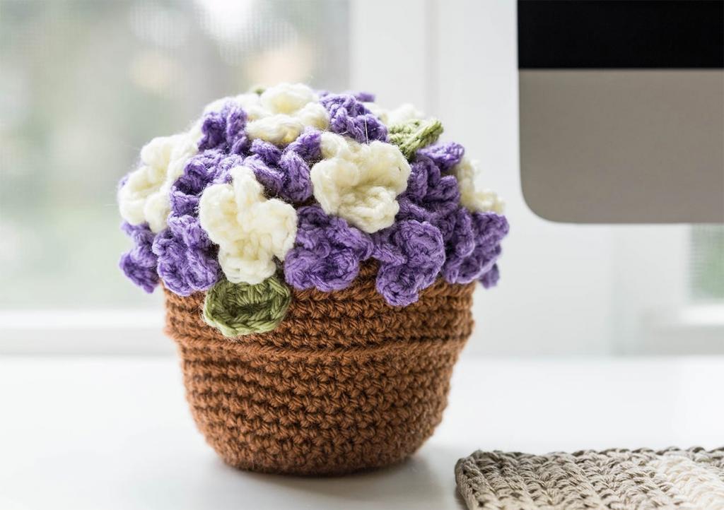 مدل گلدان گل پفکی بافتنی