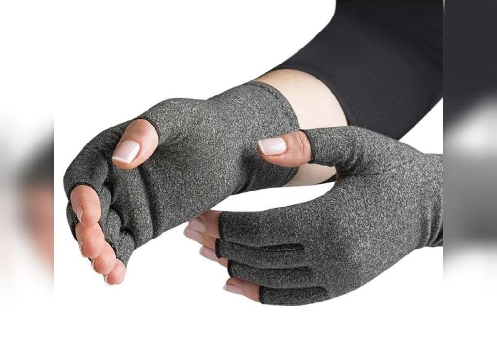 کاهش ورم انگشتان دست با دستکش