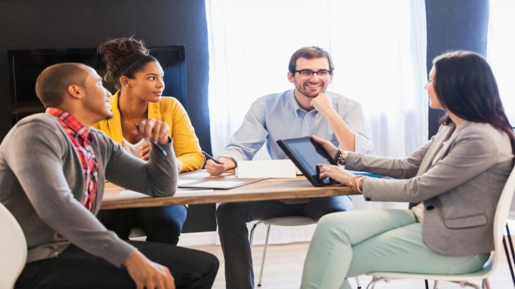 9 مهارت اصلی برای برقراری ارتباط موثر با همکاران و دوستان