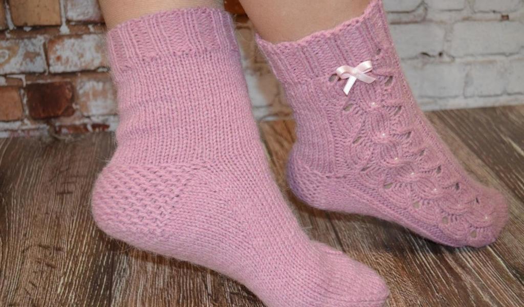 جوراب بافتنی زنانه طرح دار