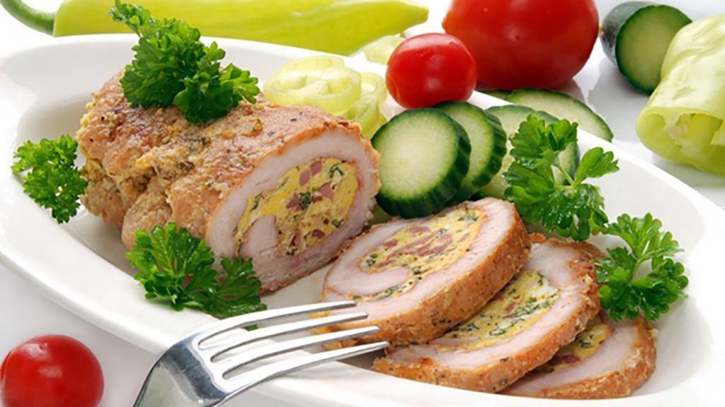 طرز تهیه رولت مرغ چرخ کرده خوشمزه و مجلسی شکم پر با قارچ و پنیر