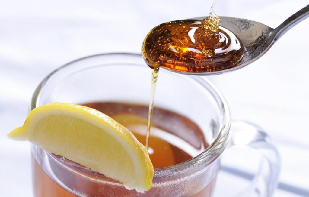 درمان سرفه با عسل و لیمو و اب جوش