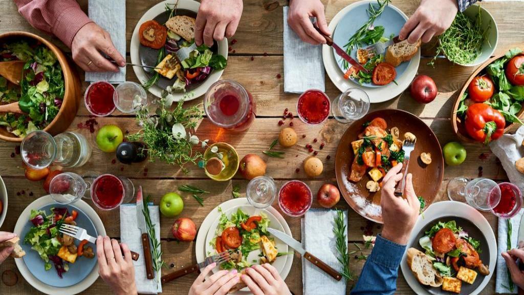 بعد از کولونوسکوپی چه غذاهایی بخوریم + نکاتی برای سلامتی کلون