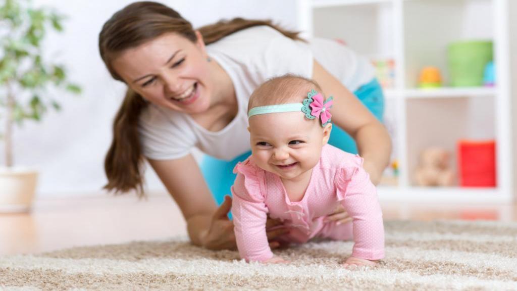 سن چهار دست و پا رفتن کودک (زمان سینه خیز رفتن نوزاد)