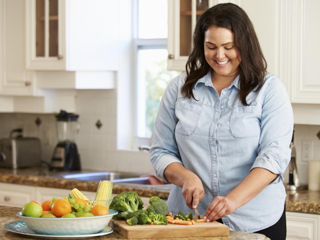 اندازه پستان چه تاثیری بر عزت نفس و غذا خوردن زنان دارد