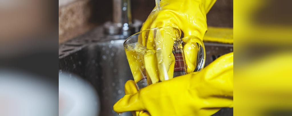چرا نباید بدون دستکش ظرفشویی ظرف بشوییم
