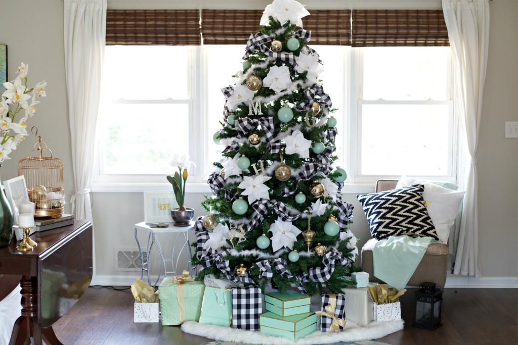 مدل تزیین ساده و راحت درخت کریسمس سفید