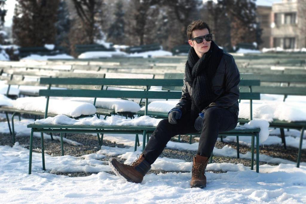 ژست عکس زمستانی شیک و ساده مردانه