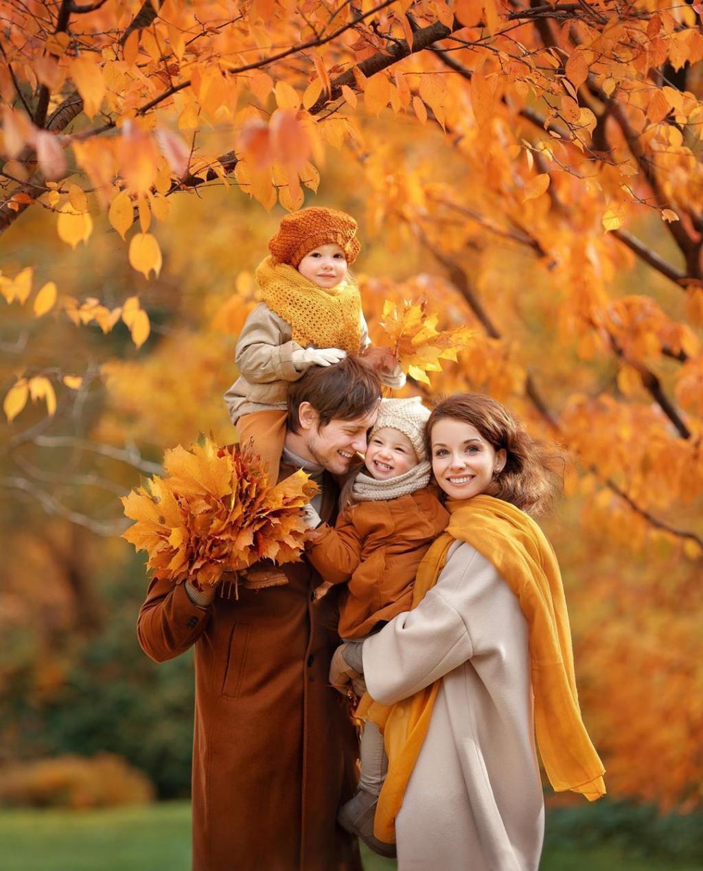 ژست خانوادگی در پاییز