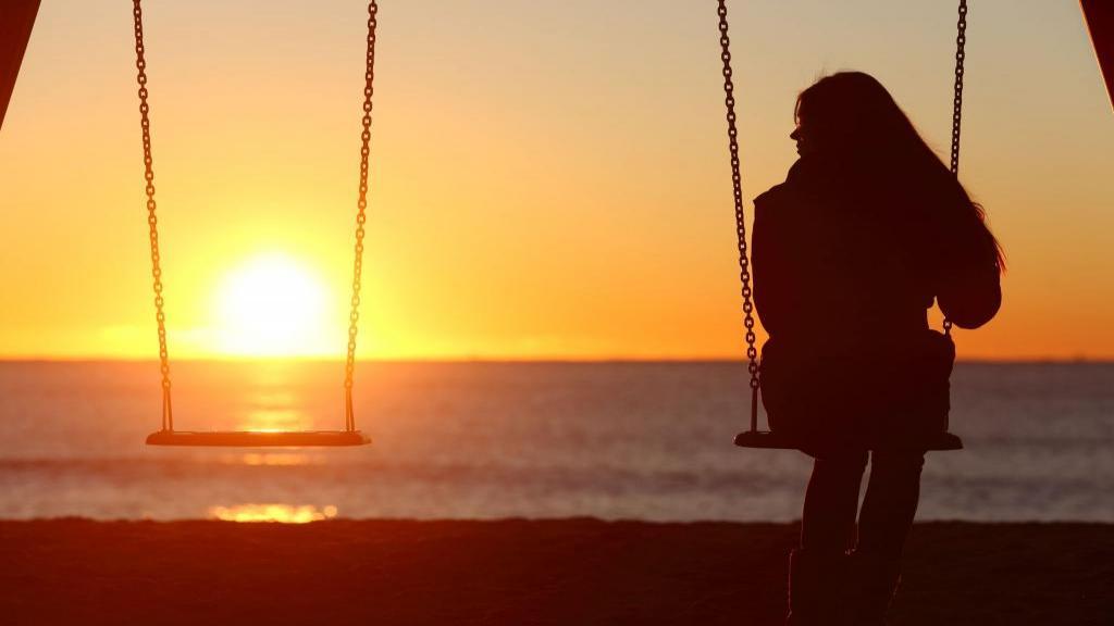 داشتن حس تنهایی و آسیب های ناشی از آن و پیشنهاد 6 راهکار برای غلبه بر تنهایی