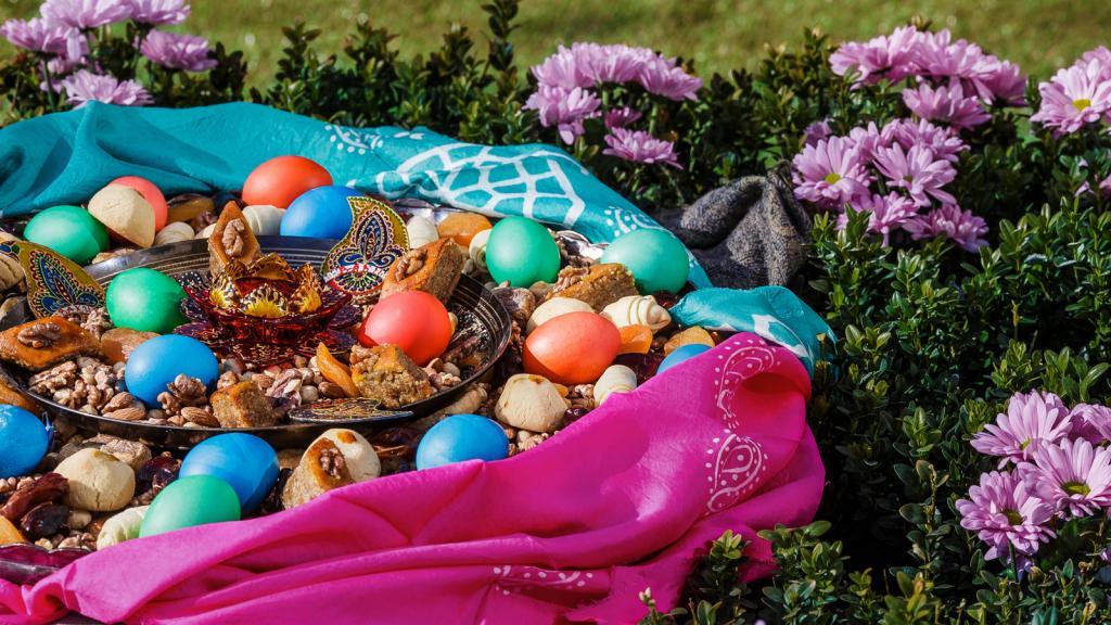 رنگ آمیزی تخم مرغ عید