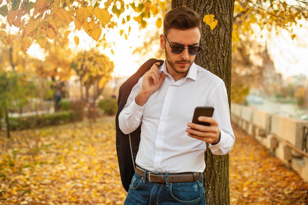 ژست عکاسی مردانه لاکچری در پاییز