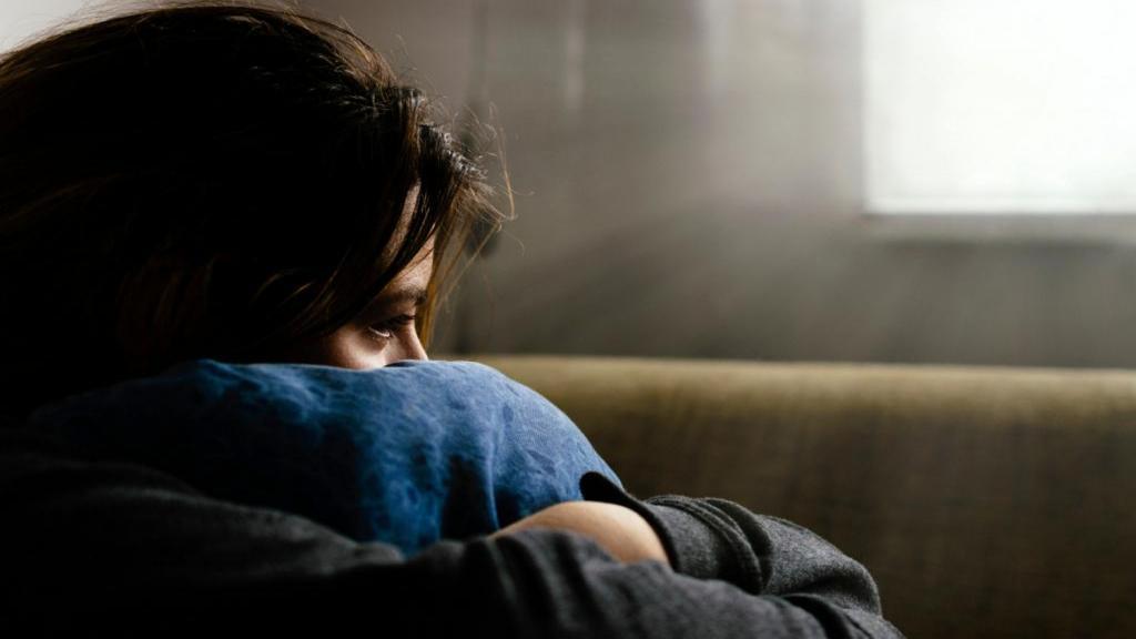 8 راه غلبه بر داشتن حس دلتنگی و تنهایی، راه های از بین بردن حس تنهایی