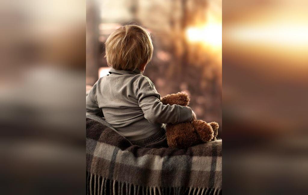 ایده ژست عکس کودک در خانه