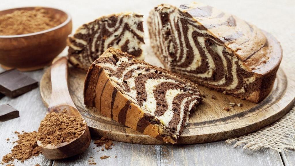 طرز تهیه کیک زبرا دو رنگ خانگی خوشمزه و پف دار با بافتی نرم