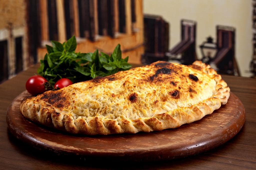 طرز تهیه پیتزا کالزونه با خمیر خانگی