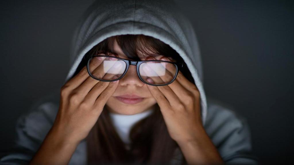 چه عواملی باعث ایجاد فشار در پشت چشم می شوند؟ (راه های درمان و تشخیص)