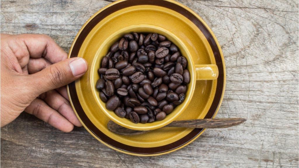 7 علامت و عوارض که نشان دهنده نوشیدن بیش از حد قهوه است