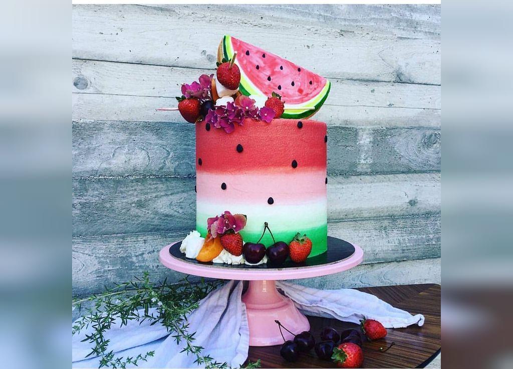 ایده تزیین لاکچری کیک شب یلدا برای نوزاد