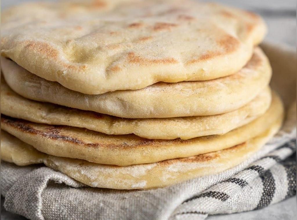 طرز تهیه نان پیتا خانگی خوشمزه در فر