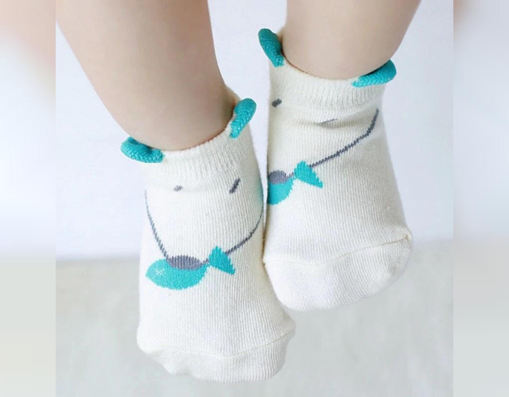 جوراب بافتنی نوزاد طرح دار
