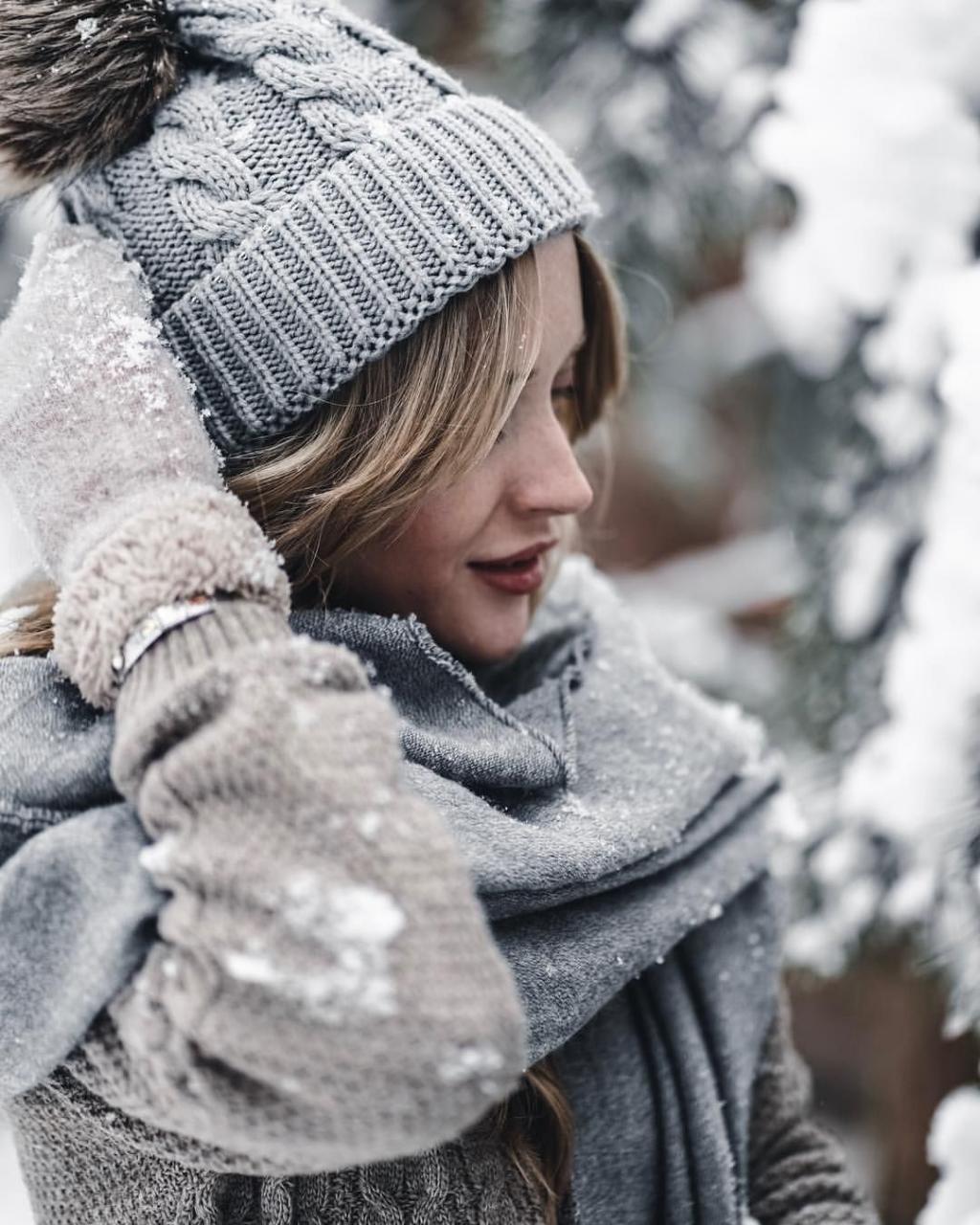 ژست عکس زمستانی دخترانه شیک