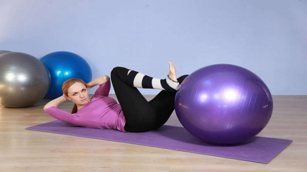 آموزش 5 حرکت ورزشی عالی برای لاغری شکم با توپ پیلاتس