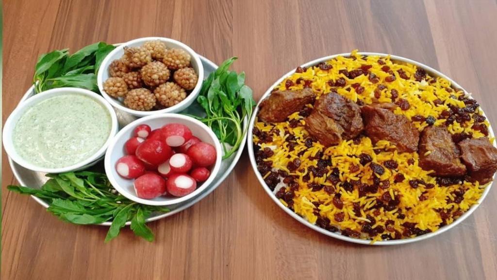 طرز تهیه کشمش پلو مجلسی و خوشمزه با گوشت به روش رستورانی