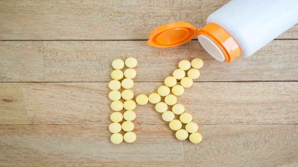 نشانه ها و دلایل کمبود ویتامین K در نوزادان و بزرگسالان و راه های تشخیص و درمان آن