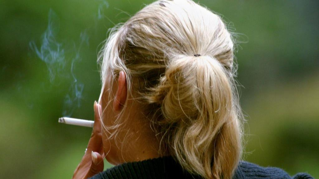 آیا سیگار کشیدن منجر به آکنه می شود؟