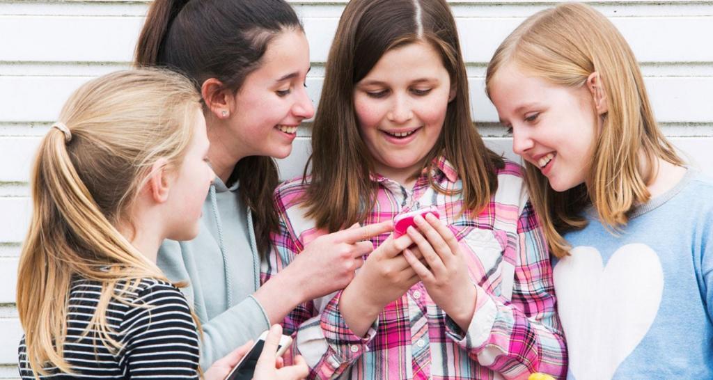 آیا باید بر رفتار نوجوانان خود در اینترنت نظارت کنیم یا نه؟