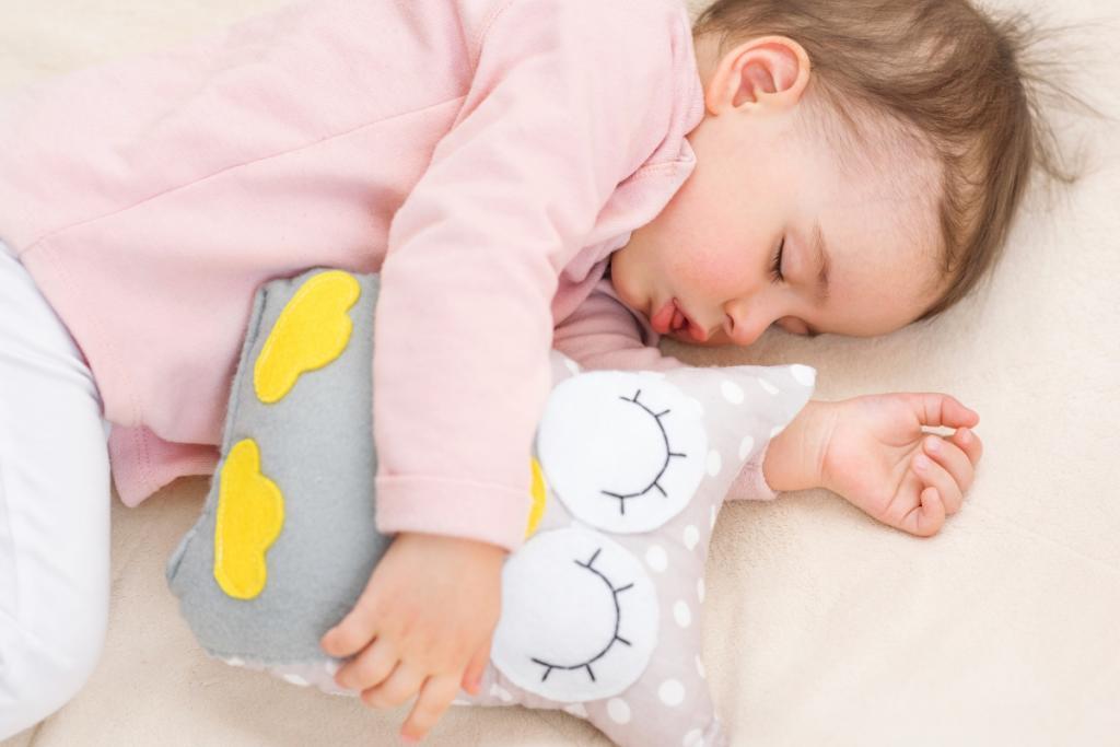 چه موقع دمر خوابیدن نوزاد با خطر سندروم مرگ ناگهانی (SIDS) همراه نیست؟
