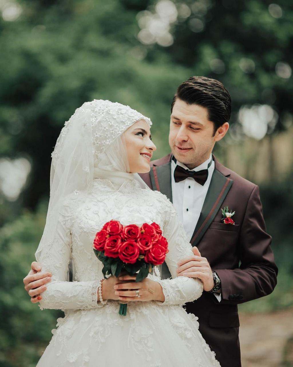 ژست عکاسی عاشقانه عروس و داماد ایرانی