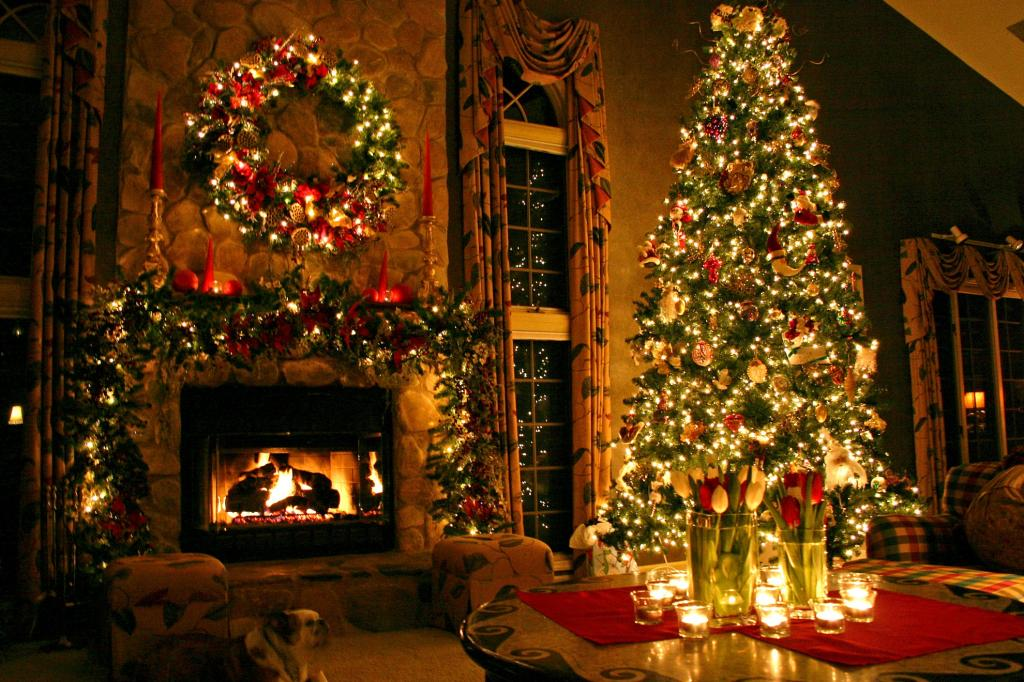 تزیین درخت کریسمس با چراغ