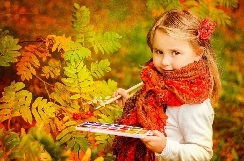 ژست هنری عکس پاییزی دختر بچه