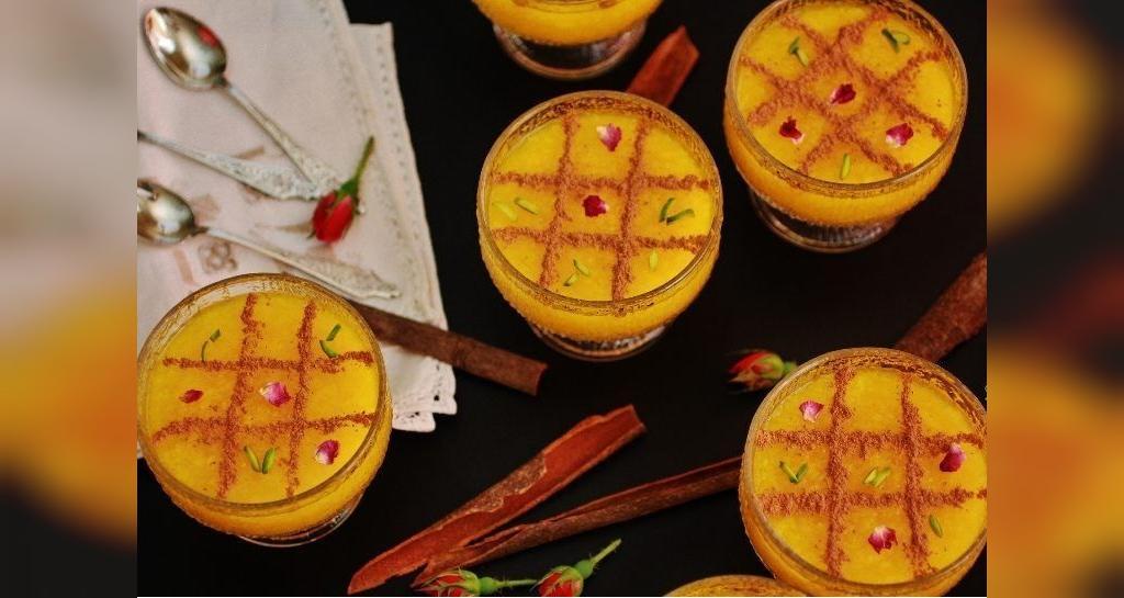 تزیین شله زرد یک نفره با دارچین و گل محمدی