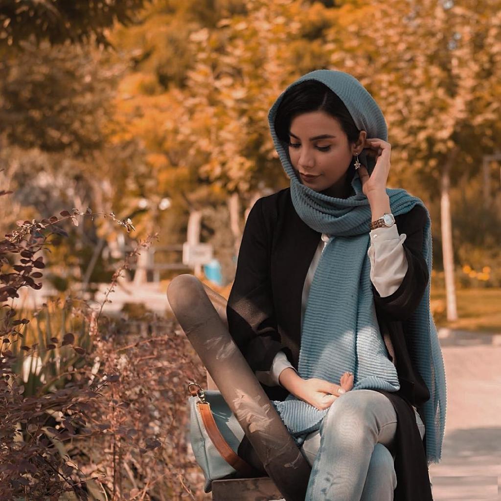 ژست زیبا عکس پاییزی دخترانه با حجاب